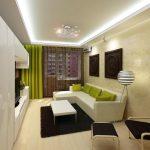 Salon étroit et long avec éclairage intégré