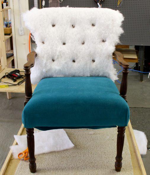 Remplacement du mastic et du tissu pour une chaise élégante