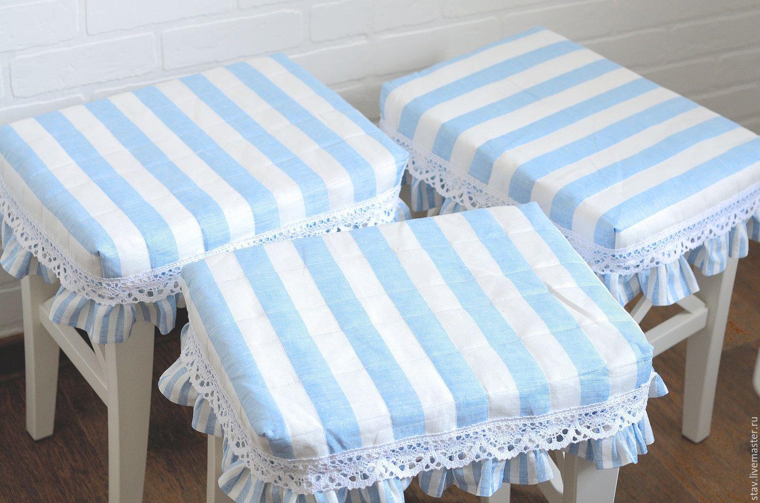 taie d'oreiller sur le tabouret