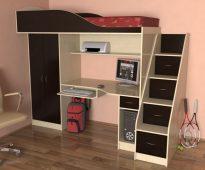 Salle intérieure d'un adolescent avec lit mezzanine