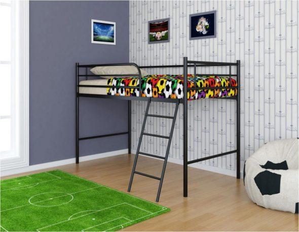 Lit grenier pour un joueur de football