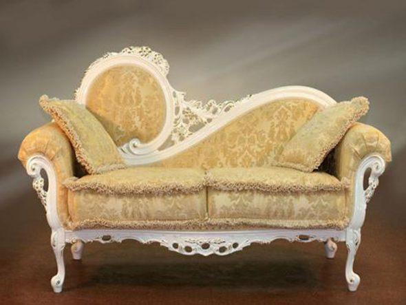Petit canapé baroque doux