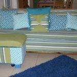 Canapé rayé avec pouf