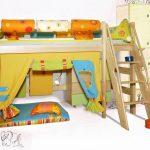 Conception lumineuse colorée de la chambre d'enfants avec une aire de jeux et un lit mezzanine