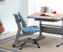 Chaise ajustable pour l'étudiant