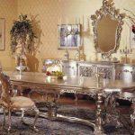 Luxueux salon avec une grande table