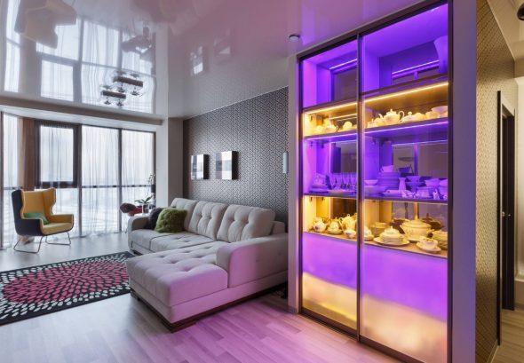 Armoire avec tablettes d'éclairage LED multicolores