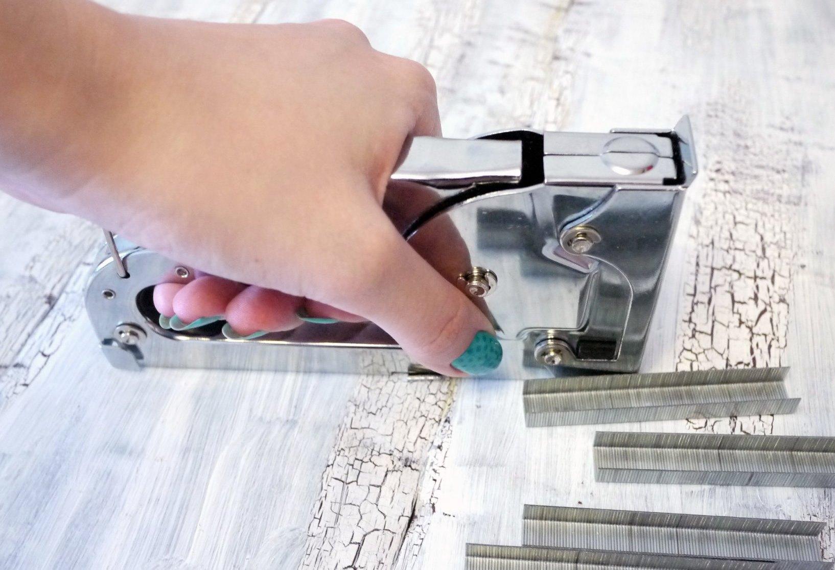 selectie van meubel nietmachine