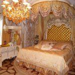 lits pour adultes et enfants à l'intérieur baroque
