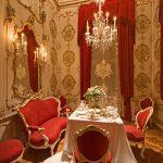 Chambre baroque petit déjeuner