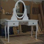Coiffeuse blanche avec miroir ovale