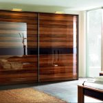 Grande armoire à deux portes avec éclairage