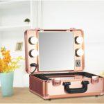 Matkalaukku - kosmeettinen laukku, jossa on sisäänrakennettu pieni peili