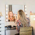 Oikea sijainti lampun peilihuoneen peilissä - avain kauniiseen meikkiin