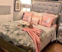Beau lit avec un dos mou