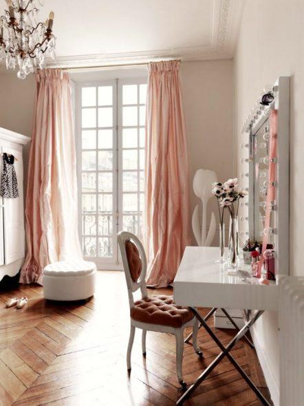 Kaunis valkoinen reunus peili