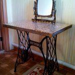 La table d'origine avec un miroir, converti à partir d'une machine à écrire