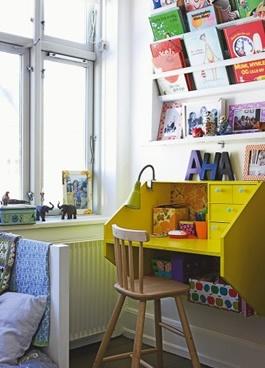 Dětský stůl s vysokou židlí