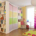 Armoire coulissante pour une chambre d'enfant