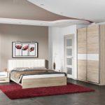 Armoire en bois pour une petite chambre