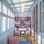 Armoire pour enfants avec miroir et coin sportif sur la loggia
