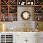 Collection de vin dans la cuisine