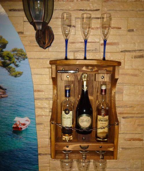 Petite étagère à vin décorative
