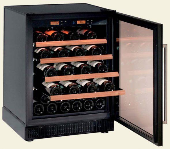Armoire spéciale pour le vin, permettant de réguler la température