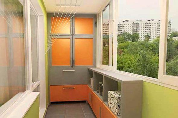 Garde-robe spacieuse sur le balcon