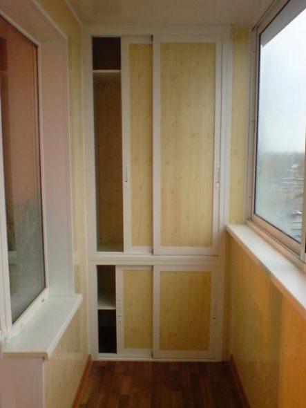 Armoire encastrée sur le balcon