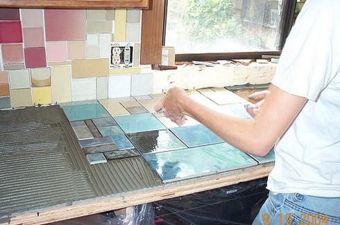 Keramische tegels worden gebruikt voor restauratie.