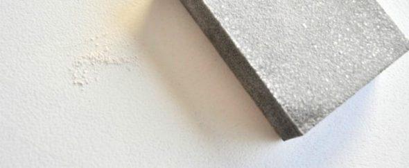 Poncer le papier de verre de table