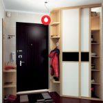 Armoire compacte pour un petit couloir
