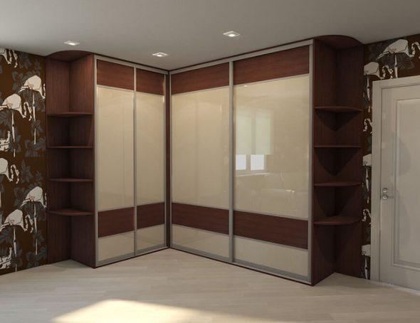 Belle armoire à quatre portes
