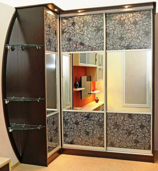 Belle armoire d'angle