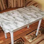 Le film pour la table, imitant le marbre