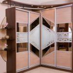 Armoire coulissante avec des portes inhabituelles