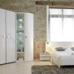 Armoire de coin pour la chambre dans le style loft