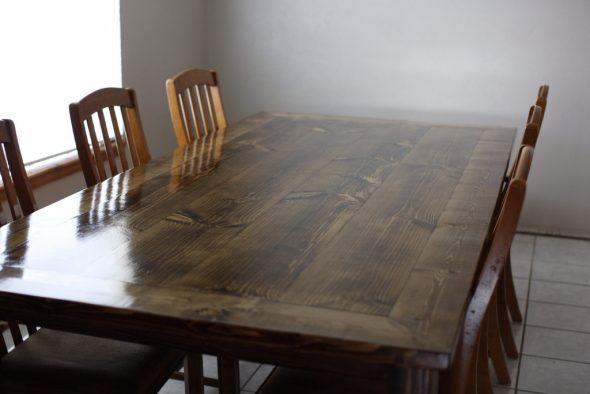 Grande table à manger classique