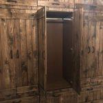 Armoire en bois de style loft