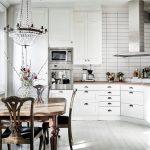 Pour une petite cuisine, un modèle carré serait le mieux