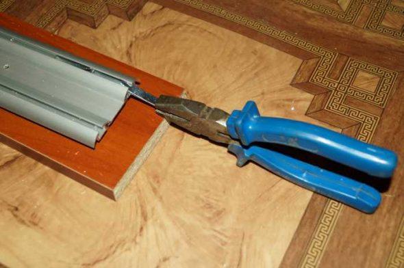 Pour installer le bouchon devra enlever la porte.