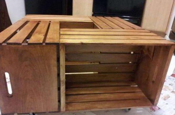 Table à tiroirs en bois