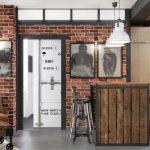 Intérieur de salon de style loft avec des meubles faits maison