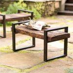 Vous pouvez fabriquer n'importe quel meuble de jardin avec vos propres mains à partir d'un tuyau profilé.
