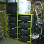 Mobilier compact pour pneus de voiture