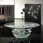 Belle table en verre transparent
