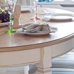 Table ronde pour la cuisine en bois clair