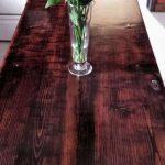 Table de cuisine de la porte et vieilles planches