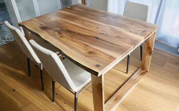 Table en noyer massif